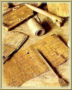 les lettres sur l'écorce de bouleau de Novgorod agées de quelques siècles